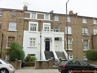 2 bedroom flat in Coningham Road, Shepherds Bush, London