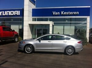 2016 Ford Fusion SE, AWD, Leather AND Navigation