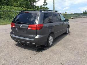 TOYOTA SIENNA , 7 PASSAGERS , TRES PROPRE , 2999$