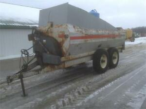 New idea 3125 manure spreader