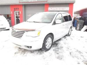 2008 CHRYSLER TOWN & COUNTRY LIMITED**FINANCEMENT 100% APPROUVER