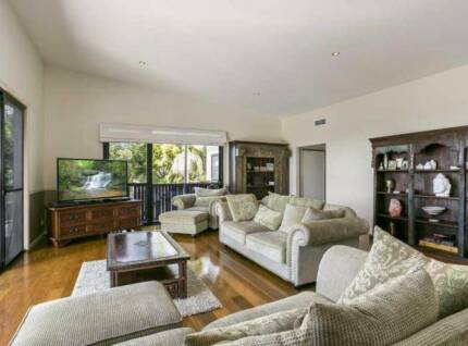 Loung suite for sale Worongary Gold Coast City Preview