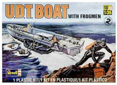 Revell Monogram 1/32 0313 UDT Boat with Frogmen - Model Kit