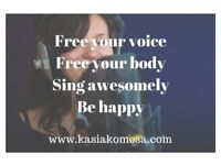Improve faster and easier, singing lessons with proven results & no scales - 1st lesson free!