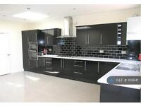 5 bedroom house in Argyle Avenue, London, TW3 (5 bed)