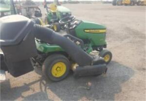 2009 John Deere X324 Lawn & Garden Tractor