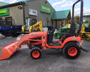 2013 KUBOTA BX2670 - CHARGEUR - 60 HEURES SEULEMENT