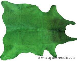 NOUVELLE ARRIVAGE. TAPIS EN PEAU DE VACHE VERT.GREEN COWHIDE RUG