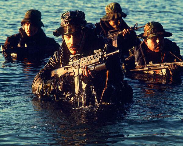 U.S. NAVY SEAL MEMBERS DURING TACTICAL WARFARE TRAINING  8X10 PHOTO
