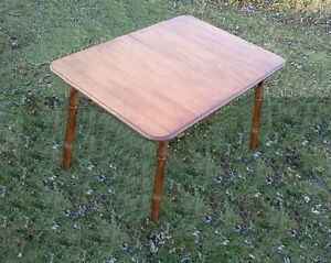 WOOD DINING TABLE+3CHAIRS & 60 & 70's STYLE KITCHEN TABLE/CHAIRS Cornwall Ontario image 3