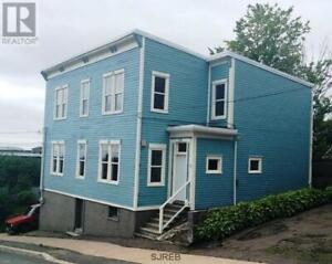 Uptown: Spacious 3-bedroom (or 2-bdrm + large office)