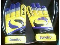 Sondico - Football / Goalie gloves (age 7-9?)