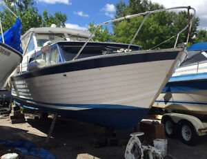 1967 32 foot Chris Craft. Twin 305 ci GM shaft drive engines.