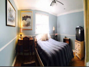 Beautiful room in upscale Thornhill $595+utilities