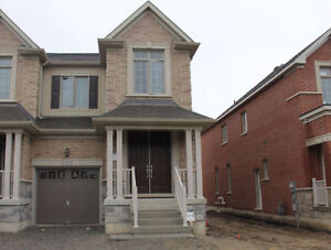 Brand new house 4 beds in East Gwillimbury(sharon)
