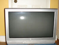 """30"""" HDTV Toshiba Model 30HF84 In excellent condition"""