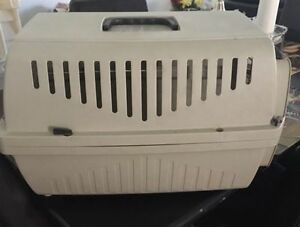 Pet carrier comes with a free litter and scoop Gatineau Ottawa / Gatineau Area image 1