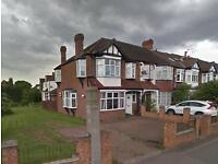 4 bedroom house in Grand Drive Raynes Park , Raynes Park