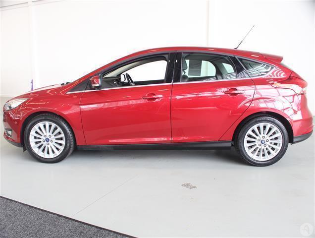 Ford Focus   E B  Titanium X Navigation Dr