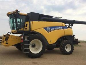 New Holland CR8090 Combine
