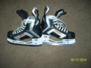 Easton hockey skates Size 4 EXCELLENT