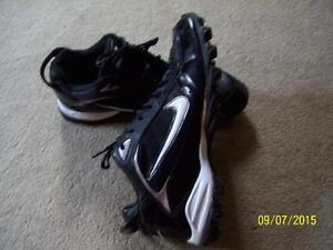 Football cleats Nike Size 10.5  EXCELLENT condition