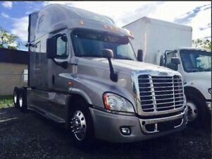 FREIGHTLINER 2014 LIKE A BRAND NEW.