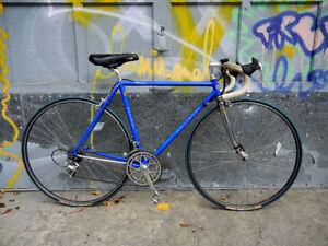 Cherche vieux vélos de route / course