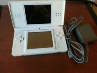 White DS lite w/ charger