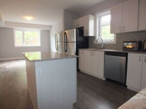 PENTHOUSE Unit! All Inclusive,Granite,Free Laundry & Wifi,Sept 1