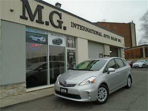 2014 Toyota Prius v Hybrid w/Leather/Navi/Backup Camera