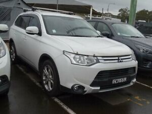 2014 Mitsubishi Outlander ZJ MY14.5 LS (4x4) White 6 Speed Automatic Wagon South Nowra Nowra-Bomaderry Preview