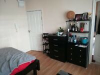 LARGE EN-SUITE ROOM TO RENT IN HENDON AVAILABLE NOW