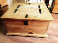 COFFRE EN PIN _Pine chest