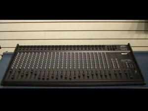 Peavey. Console de mixage 24 entrées. -- 834692