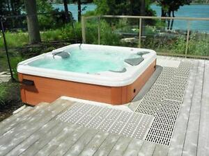 Plancher Thruflow pour spa et piscine hors-terre anti-d??rapant.