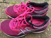 IMMACULATE NEARLY NEW ASICS RUNNING SHOES SIZE 4.5 Ladies Gel Cumulus 18