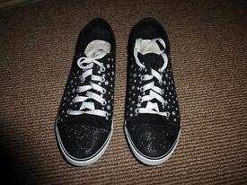 Girls footwear size 3