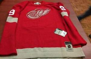 "Gordie Howe ""Mr. Hockey"" Autographed old school sweater jersey Regina Regina Area image 2"