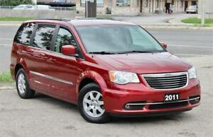 2011 Chrysler Town & Country Touring - Navi - Back Up Cam - Cert