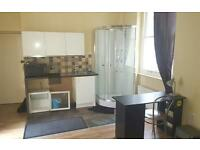 Studio flat in Castletown Road, West Kensington