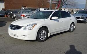 2010 Nissan Altima 2.5 SL.Sunroof.leather.Extended warranty avai