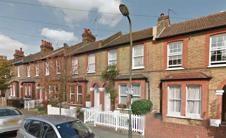 3 bedroom house in Newton Road, London