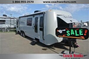 Beautiful Couples Trailer!!! LIKE NEW!!! TRAVEL IN STYLE!!