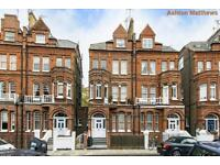 3 bedroom flat in Mornington Avenue, West Kensington