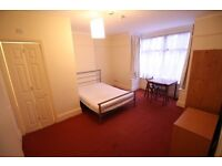 Charming double room with en-suite in South Norwood. Bills included