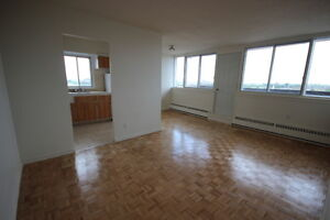 Top floor 4.5 available Immediately - Acadie - Parc-Extension