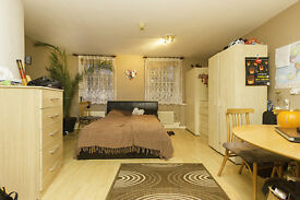 Very Spacious Studio Flat with Separate Kitchen just 5 min walk to Kentish Town Tube Station