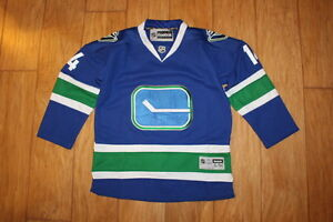 VANCOUVER CANUCKS YOUTH HOCKEY JERSEY  S/M w/FIGHTING STRAP