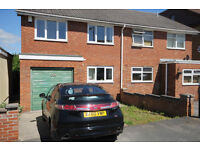 *No Agency Fees To Tenants*BILLS INCLUDED*Bedroom Available in 4 Bed House Share - Kingswood